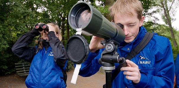 Vogelbeobachtung - Foto: NABU/Sebastian Sczepanski