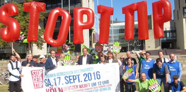 Stop TTIP vor dem Landtag NRW - Foto: Birgit Königs